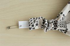 買うより早い!ヘアバンド(ヘアターバン)の作り方2種 | nunocoto Bandeau, Shibori, Headbands, Diy And Crafts, Projects To Try, Belt, Sewing, How To Make, Handmade