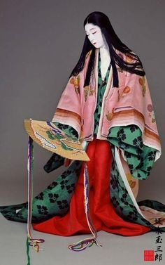 Kabuki the actor Bando Tamasaburo(onnagata-man who plays female roles) living treasure of Japan.as Heian lady wears junihitoe Japanese Outfits, Japanese Fashion, Asian Fashion, Heian Era, Heian Period, Traditional Fashion, Traditional Outfits, Kimono Japan, Japanese Costume
