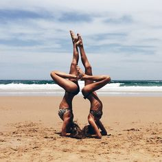 Fitness Photography Poses Photo Shoots Pictures 36 Ideas For 2019 Partner Yoga, Fitness Photography, Beach Photography, Photography Ideas, Cute Beach Pictures, Sister Beach Pictures, Shotting Photo, Beach Friends, Beach Poses With Friends