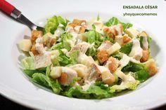 ENSALADA CÉSAR. ¿Cómo estás combatiendo el calor? Yo con muchas ensaladas, batidos y frutas. Esta noche toca esta rica ensalada. VER RECETA-->https://yhoyquecomemos.com/ensalada-cesar/ #recetas #comidasana
