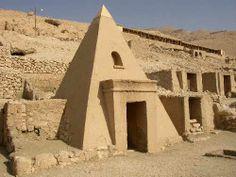 Une des tombes de Deir El Medineh (village conservé), nouvel empire