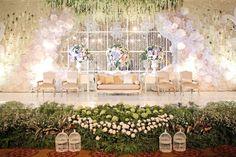 Dalam pernikahannya, alaya menggabungkan 2 gaya dalam satu p Wedding Stage Decorations, Backdrop Decorations, Wedding Themes, Wedding Cards, Backdrops, Wedding Venues, Wedding Ideas, Decor Wedding, Wedding Dresses