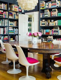 I feel like I pinned this before, but can't find it.  Love a combo dining room/library (Claiborne Swanson Frank for Vogue)