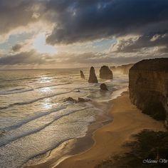 #12apostles #victoria #australia #greatoceanroad #sunset #ocean #reflection #sun #clouds #landscape #seaside #seascape #picoftheday by marinaviti