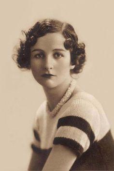 Nancy Mitford. Escritora. Una de las más populares de las hermanas Mitford. Libro: A la caza del amor, No se lo digas a Alfred.