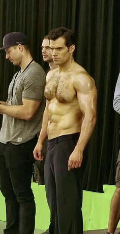 Henry Cavill as Supernan Handsome Men Quotes, Handsome Arab Men, Handsome Actors, Superman Henry Cavill, Henry Cavill Muscle, Strong Woman Tattoos, Men Quotes Funny, Shirtless Men, Hairy Men