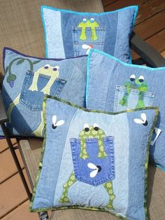 Pattern for hungry frog quilted pillow made with Upcycled recycled denim jeans - Upcycle your old pair of cotton jeans into fun, whimsical pillows! This pattern is an original - Denim Crafts, Jean Crafts, Artisanats Denim, Sewing Crafts, Sewing Projects, Quilt Patterns, Sewing Patterns, Quilting, Denim Ideas