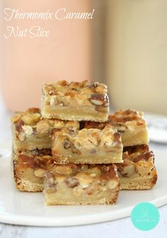 Quick and easy - these Thermomix Caramel Nut Slice is very addictive! Baking Recipes, Cake Recipes, Dessert Recipes, Nut Recipes, Biscuits, Thermomix Desserts, Gateaux Cake, White Chocolate Chips, Tray Bakes