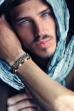 Choose him for his eyes :) Pretty Eyes, Cool Eyes, Look Into My Eyes, Male Eyes, Stunning Eyes, Amazing Eyes, Lovely Eyes, Hommes Sexy, Good Looking Men