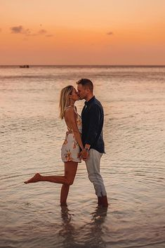 Beach Photoshoot Ideas For Amazing Photos ★ beach photoshoot on the beach photoshoot man and woman kissing Couple Beach Pictures, Cute Couples Photos, Beach Poses For Couples, Couple Pics, Cute Photos, Wedding Pictures, Couples Beach Photography, Bridal Photography, Foto Picture