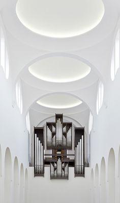 Interior_remodelling_of_st_moritz_church-john_pawson