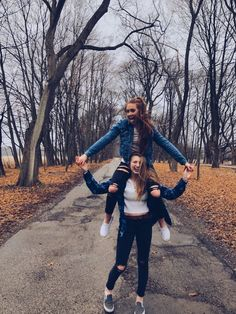 friend photos : @ : Anika Jake schuetz # photography Source by lalifeisbeautiful Best Friends Shoot, Best Friend Poses, Cute Friends, Photoshoot Ideas For Best Friends, Fall Friends, Photos Bff, Friend Photos, Picture Poses, Photo Poses