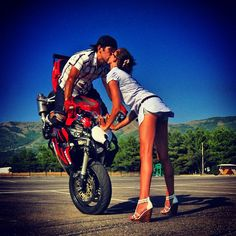 Kiss Stunt Find out your favorite kiss, repin it, like it ,comment it and share your kiss.