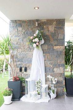 Διακόσμηση τοίχου Floral Wedding, Wedding Flowers, Wedding Dresses, Wedding Bells, Wedding Day, Outdoor Bridal Showers, Vintage Birthday Parties, Shotgun Wedding, Home Wedding Decorations