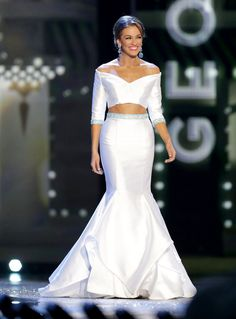 Click here to see images of Betty Cantrell Miss America 2016 Evening Gown and find out if her gown was a HIT or MISS!