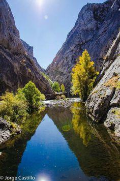 La garganta del rio Torio: son las Hoces de Vegacervera, en Leon