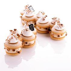 Le gâteau de fêtes 2017!!!!! 4 ou 6 personnes. Uniquement chez @nuancesgourmandesmacarons !!!! Nouveau : Dispo à partir du 1er décembre en version individuelle!!!! Macaron noisette, compotée de framboise au yuzu, crème légère à la noisette, praliné coulant à la noisette, meringue noisette... LE dessert idéal pour sublimer vos fêtes!!! #nuancesgourmandes #larochelle #noel #nouvelan #buchedenoel #buche #gateau #macaron #guillaumemabilleau crédit photo @guillaumemabilleau