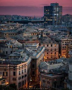 Genova, Liguria - Lugares que visitar en Italia London Eye, Our World, Paris Skyline, Times Square, This Is Us, Travel, Tour Eiffel, Houses, Venice