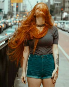 Fall Hair Color Trends Burnt Red And Orange Leaves Hair Colors Chicbetter Inspi. Fall Hair Color T Beautiful Red Hair, Gorgeous Redhead, Redheads Freckles, Red Freckles, Red Hair Woman, Long Red Hair, Redhead Girl, Redhead Fashion, New Hair Colors