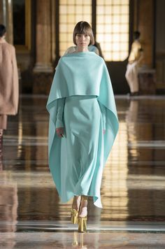 Couture Week, Haute Couture Trends, Haute Couture Gowns, Haute Couture Fashion, Valentino Couture, Fashion Week, Look Fashion, Runway Fashion, Fashion Trends
