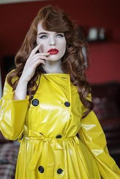 Raincoats For Women Beautiful Refferal: 5786541549 Vinyl Raincoat, Yellow Raincoat, Hooded Raincoat, Plastic Raincoat, Black Rain Jacket, Rain Jacket Women, 1950s Style, 1950s Fashion, Trench Coats