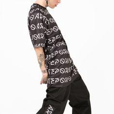 Camiseta kabuki para hombre de lado. #kabuki #arteporvo #camiseta #tshirt #men #fashion https://arteporvo.com/tienda/hombre/camisetas-hombre/