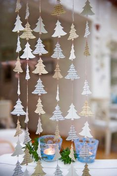 ▷ 1001 + ideas for a christmas decoration to make paper - NOEL Christmas Window Decorations, Christmas Ornaments To Make, Christmas Wreaths, Christmas Crafts, Holiday Decor, Christmas Christmas, Xmas, Primitive Christmas, Rustic Christmas
