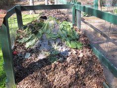 Gardening Composting 7 Easy Composting Methods For Lazy Gardeners - Backyard Vegetable Gardens, Garden Compost, Growing Gardens, Farm Gardens, Composting Methods, Small Japanese Garden, Soil Improvement, Garden Inspiration, Garden Ideas