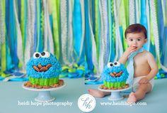 Love this cake smash cookie monster cake Happy First Birthday, 1st Birthday Photos, Baby 1st Birthday, First Birthday Cakes, First Birthdays, Birthday Ideas, Festa Cookie Monster, Monster Cakes, Cake Smash Photos
