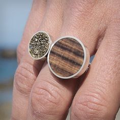 Wood, silver and pyrite ring. Anillo de plata, madera y pirita. Adam Ballester.