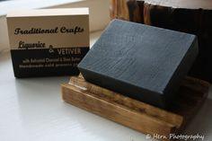 Regaliz Vetiver &: Jabón de proceso frío Natural hecho a mano con carbón activado y manteca de karité - 4oz / 110g