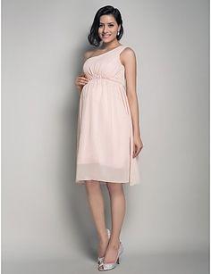 A maternity bridesmaid dress!  So pretty and flattering!  #maternity #wedding  #bridesmaid