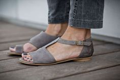 10% Sale, Uma, Grey Leather Sandals, Grey Sandals, Flat Summer Shoes, Asymmetric Shoes on Etsy, 143,06 €