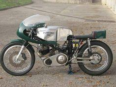 dunstall norton - a true classic racer Norton Bike, Norton Manx, Norton Motorcycle, Classic Motorcycle, British Motorcycles, Racing Motorcycles, Vintage Motorcycles, Norton Dominator, Scooter Shop