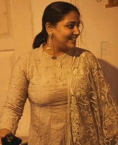 Beautiful Women Over 40, Beautiful Women Pictures, Beautiful Girl Indian, Indian Natural Beauty, Indian Beauty Saree, Indian Sarees, Beauty Full Girl, Beauty Women, Rekha Actress