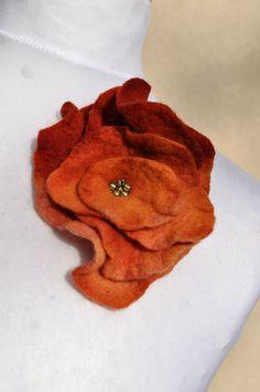 Felt+flower+brooch+flower+brownrust++beads+by+AleksandrabWiniarska
