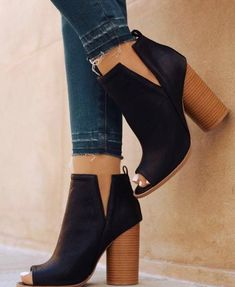 34 Work Casual High Heels For Your Wardrobe This Winter - Winter Boots - Ideas of Winter Boots - Beautiful Shoes Fashion Cute Shoes, Women's Shoes, Me Too Shoes, Shoe Boots, Shoes Style, Strappy Shoes, Golf Shoes, Casual Shoes, Heeled Boots