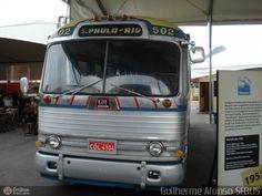 Ônibus da empresa Viação Cometa, carro 502, carroceria GMC PD-4104, chassi GMC Detroit Diesel. Foto na cidade de Rio de Janeiro-RJ por Guilherme Afonso SFBUS, publicada em 25/01/2011 19:54:20.