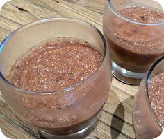 Une petite recette express, 5 minutes maximum vaisselle comprise, pour une petite crème très gourmande riche en nutriments et protéines; très peu sucrée. Bref une petite »sucrerie…