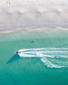 "saltywiings: ""Chris doesn't have Instagram but the dude shreds #saltywings #imiging #lensblr #photographersontumblr #originalphotographers #westernaustralia #australia #aerialphotography #ocean #drone (at Ningaloo Coast and Coral Bay - Western..."