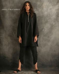 NEED WIDER PANT LEG ON THIS ONE Pakistani Designer Suits, Pakistani Dress Design, Indian Designer Outfits, Pakistani Casual Wear, Pakistani Outfits, Indian Outfits, Ethnic Fashion, Indian Fashion, Kurta Style