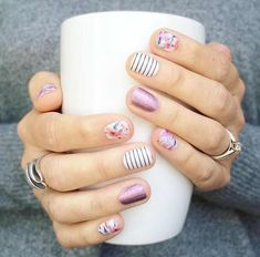 """If you're unfamiliar with nail trends and you hear the words """"coffin nails,"""" what comes to mind? It's not nails with coffins drawn on them. It's long nails with a square tip, and the look has. Fancy Nails, Love Nails, Pretty Nails, My Nails, Spring Nail Art, Spring Nails, Summer Nails, Nagellack Design, Nail Decorations"""