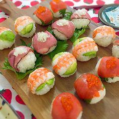 Teilnahme am Hina Matsuri Sushi Grand Prix Sushi - Anrichten Temari Sushi, Cute Food, Yummy Food, Japanese Food Sushi, Sushi Cake, Bento, Recipes From Heaven, Appetisers, Aesthetic Food