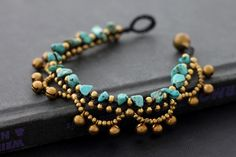 Chandelier Turquoise Bracelet/ Really like how this is done, very different.