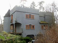 Vashon Castle - this was suppose to be a B&B on the south end of Vashon Island. Don't know much about it though other than it was for sale in 2008.