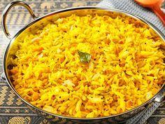 Zitronenreis  Ein wunderbarer indischer Reis. Frisch, zitronig und durch die Mandeln mit Biss. Eine herrliche Beilage aber auch solo ein Genuss.  http://einfach-schnell-gesund-vegan.de/zitronenreis/