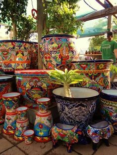 35 Classic Mexican Planters Ideas Perfect to your interior. This pottery comes in Mexico's Central West section and all. Mexican Art, Mexican Style, Mexican Garden, Mexican Patio, Mexican Home Decor, Talavera Pottery, Garden Nursery, Hacienda Style, Mexican Designs