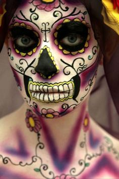 Amazing Dia de Los Muertos sugar skull makeup. Perfect for Halloween or Halloween wedding