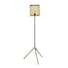 Een echte klassieker! Deze stoere maar toch luxe retro lamp van het Deense merk Nordal hoort gewoon thuis in je industriele of vintage woning. De lampenkap is zeer bijzonder afgewerkt, en de koperkleuringe standaard past er perfect bij. Een echte eye-catcher