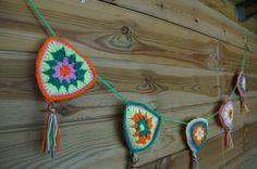 Haken, crochet, slinger. bunting, zelfmaken, diy, watdoetvanessanu, neon, party, zoet geluk